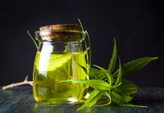 5 Hemp Oil Benefits For Health & Wellness